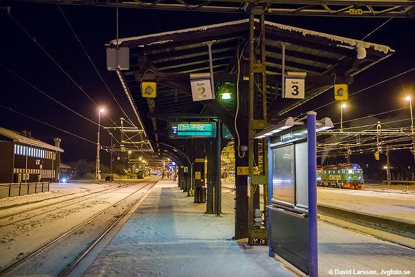 Boden C på kvällen för tre år sedan idag med temperatur runt -35 °C. Alla persontåg norr om Boden var inställda, men söderut lyckades nattåget 93 ta sig iväg och ända fram till huvudstaden även denna natt.