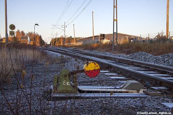 Klintfors linjeplats i utkanten av Skellefteå den frostiga morgonen för sju år sedan idag. Linjeplatsen har numera upphört och växeln intill plankorsningen med Degerbyvägen har rivits.